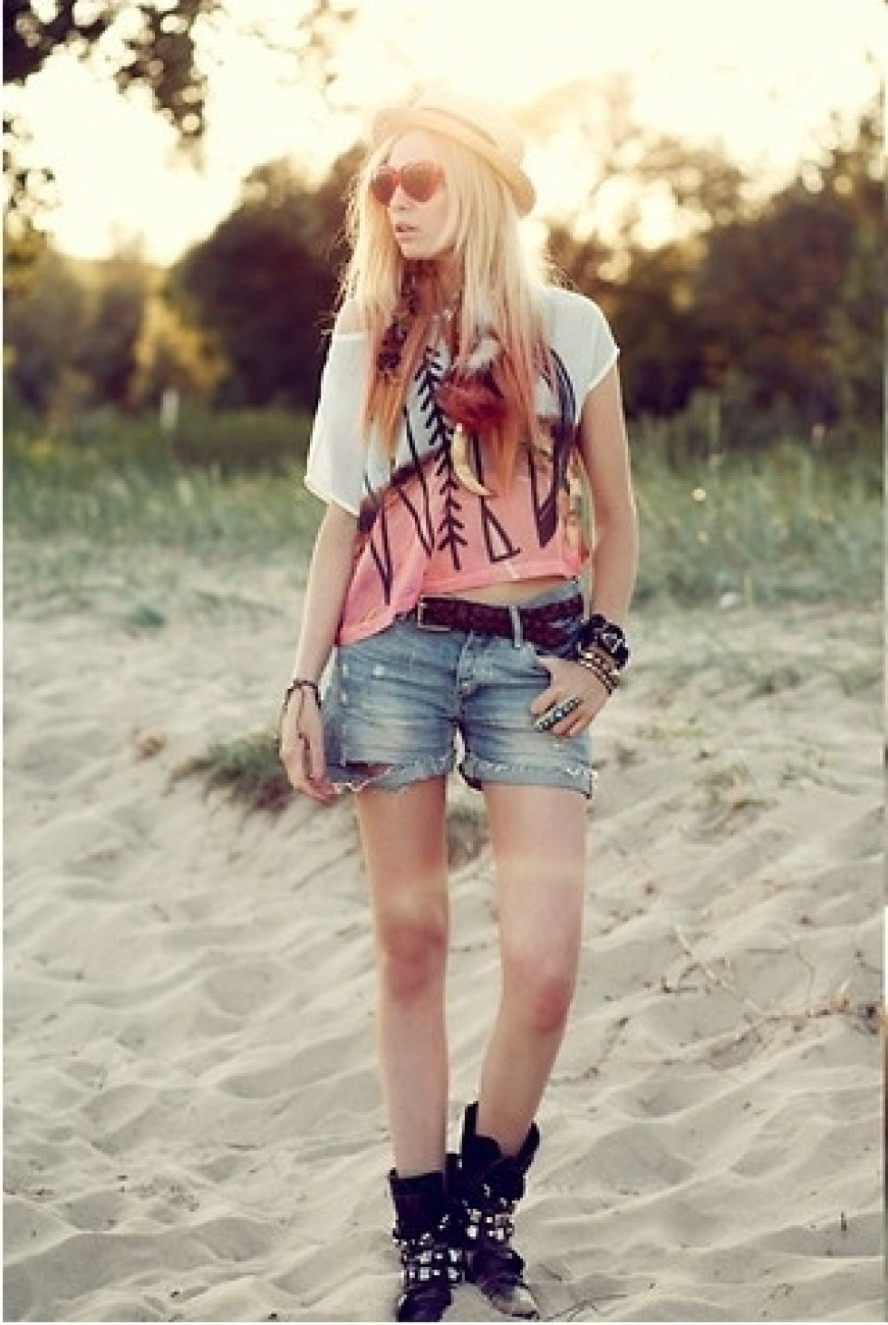 http://lookbook.nu/look/3543025-young-wild-and-free - Sommertendens 2012: Lårkorte shorts