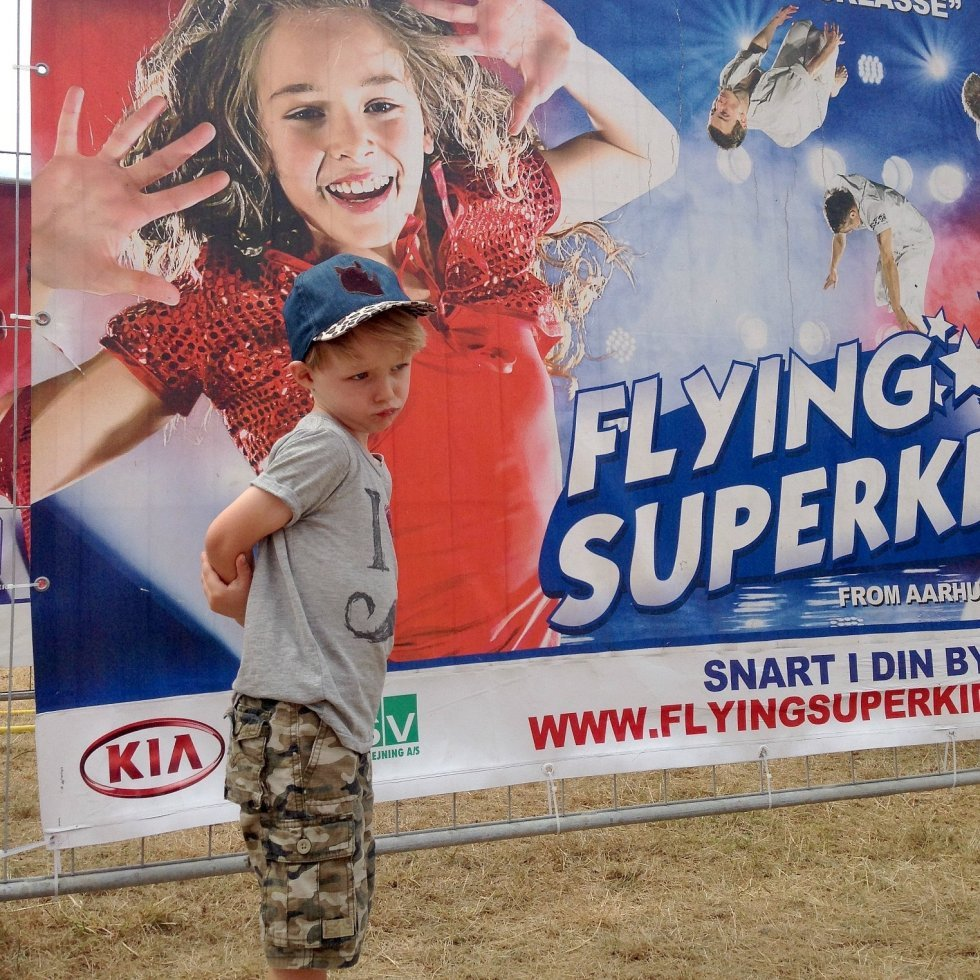 Surmuleren! (Cap: Name it Kids, T-shirt: Scotch Shrunk, shorts: Gap) - Flying Superkids version 2014
